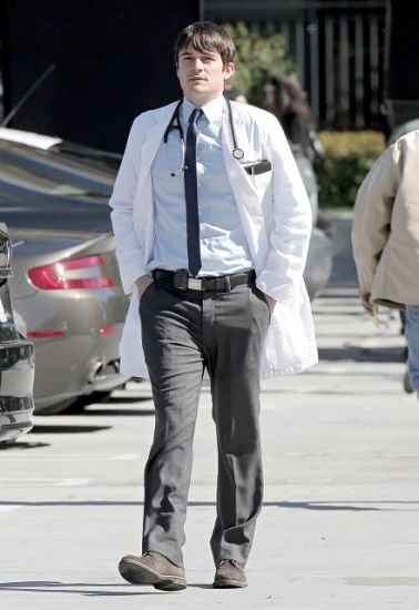 GoodDoctor_OnSet021010_02.jpg
